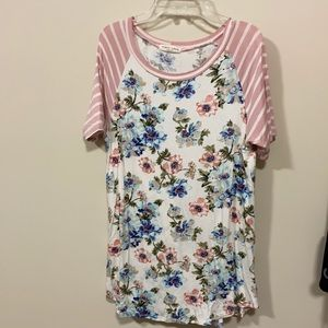 First Look scoop neck top size small pink blue